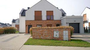Osiedle Białe Baranowo - nowe szeregowce domy i mieszkania od dewelopera w okolicy Poznania. Inwestor AOA deweloper. Foto Blisko Poznania
